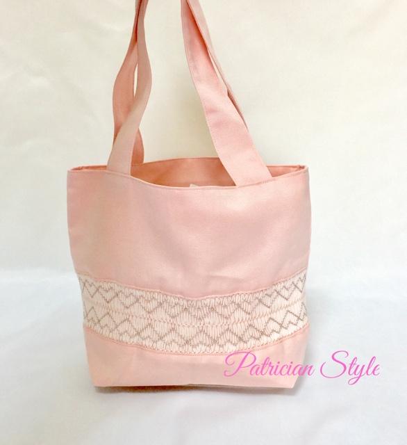ピンクスモッキングのバッグ